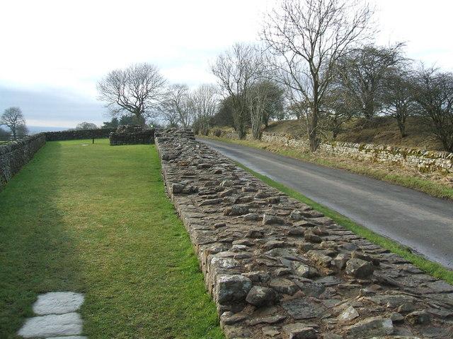 Hadrian's wall, Banks