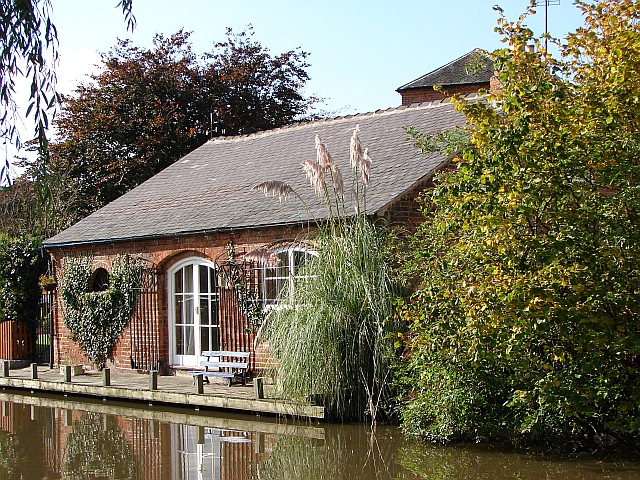 Cottage by the canal at Shardlow