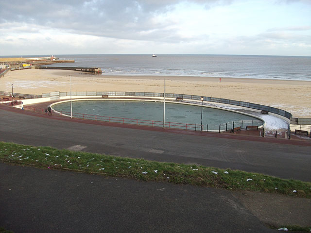 Gorleston: model boating lake by the beach