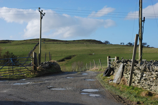Footpath heading for Tre Taliesin