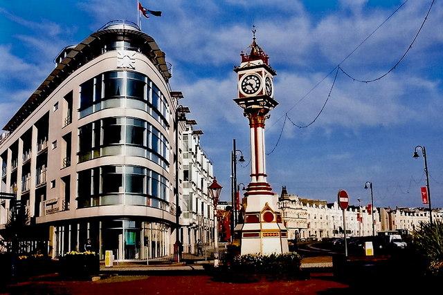 Douglas - Loch Promenade - Modern building, clock