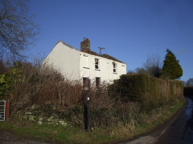Derelict house near Cat's Ash