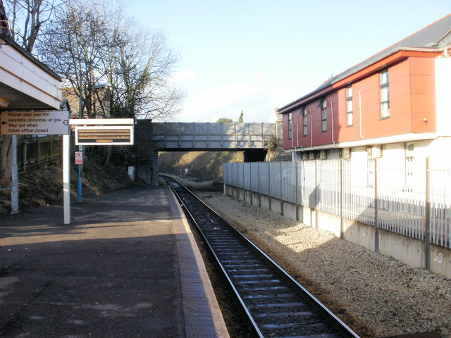 Penarth railway station - the view north