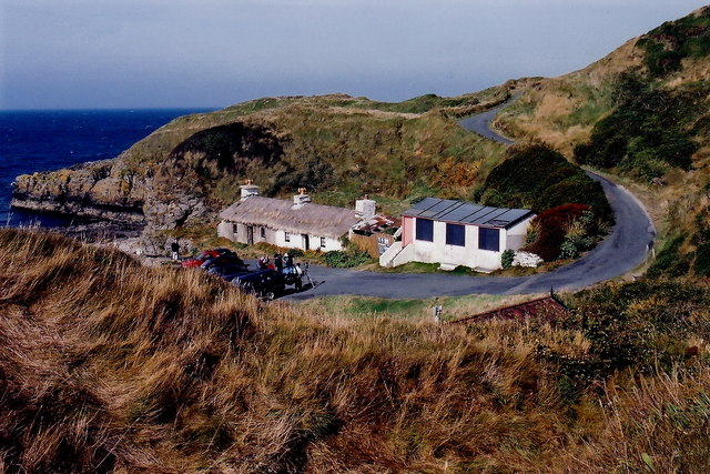 Niarbyl - Thatched cottage and cabin at end of road