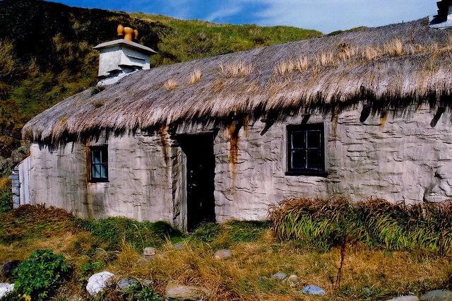 Niarbyl - Thatched cottage - Left half