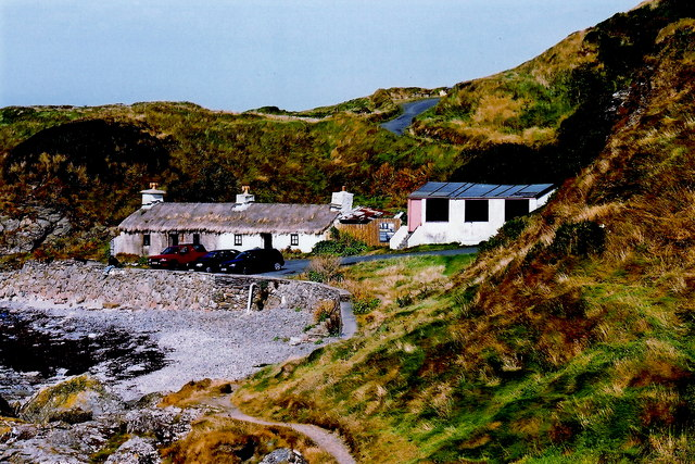 Niarbyl - Thatched cottage and cabin