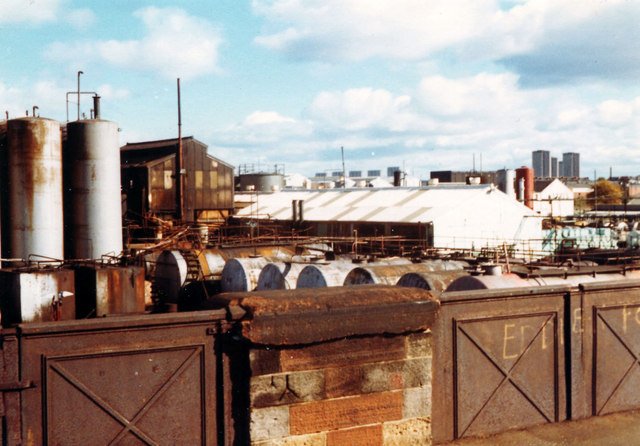 Oil refinery, Meadowside St, 1977