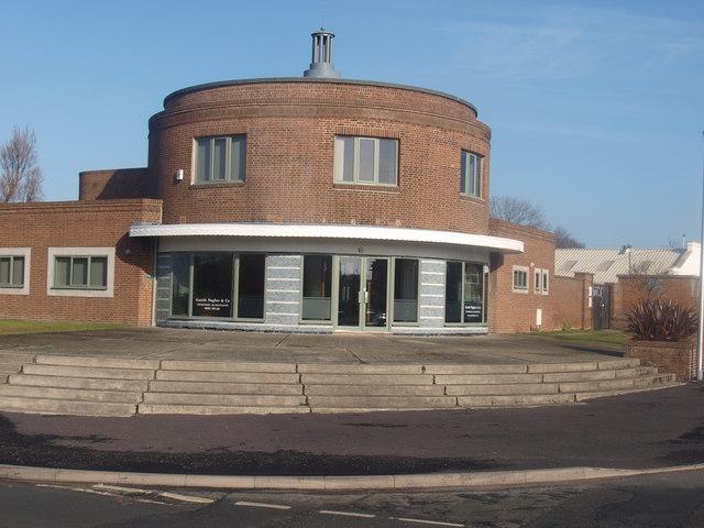 Adeilad crwn / A circular building
