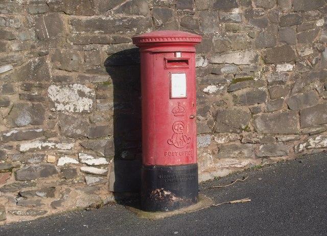 Blwch post o gyfnod Edward VII / An Edward VIIth postbox