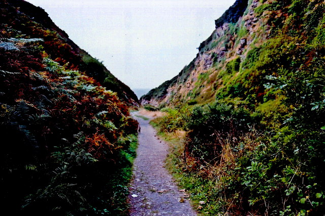 Glen Maye - Footpath through gorge to Irish Sea