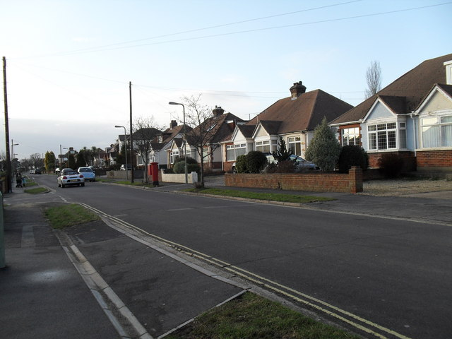 Approaching the junction of  The Crossway and The Fairway