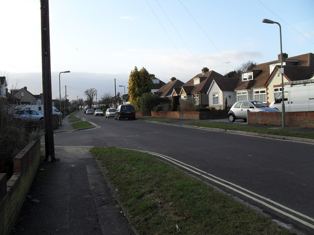 Approaching the junction of  The Crossway and The Kingsway