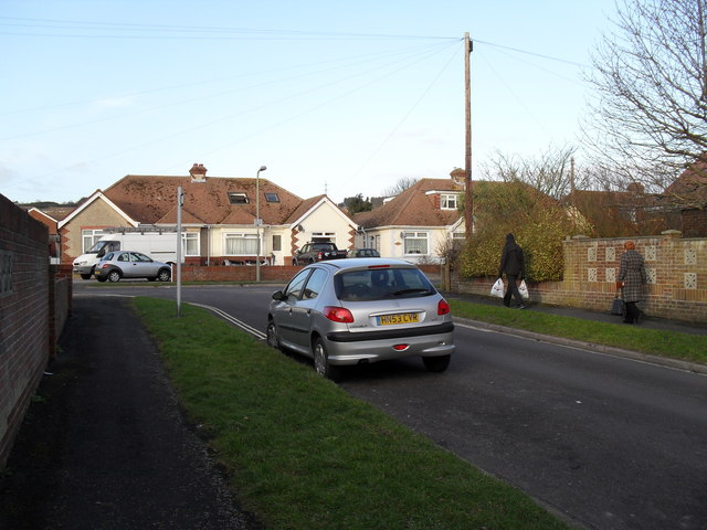 Pedestrians in The Kingsway heading for The Crossway