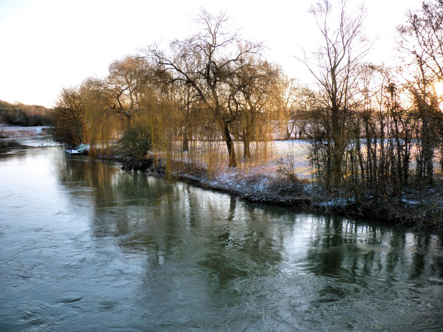 The River Thames from Sutton Bridge