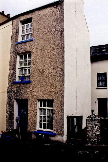 Peel - Michael Street - Very narrow 3-storey residence