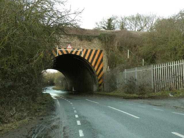 Railway bridge on Lower Dunton Road