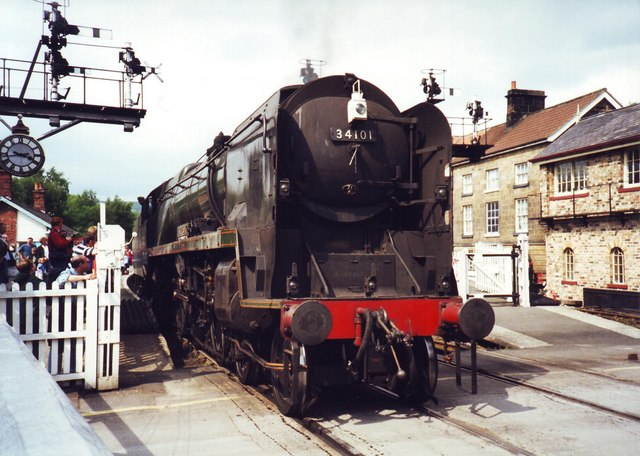 "34101 ""Hartland"" at Grosmont Crossing"