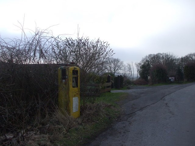 Derelict fuel pump, Earlswood