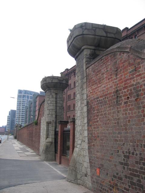 Former gateway to Waterloo Dock