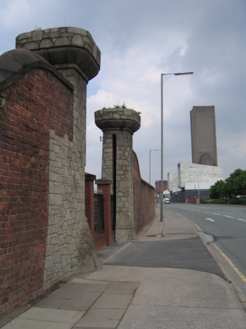 Former entrance to Waterloo Dock