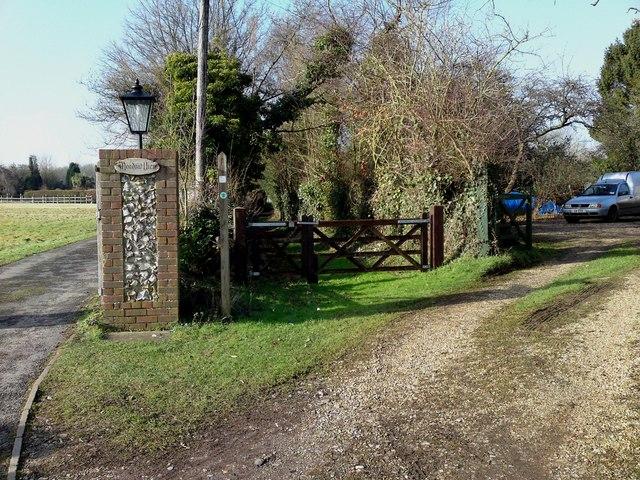 Footpath entrance from Hoe Street towards East Croft Copse