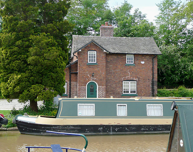 Canalside cottage , Nantwich Basin, Cheshire