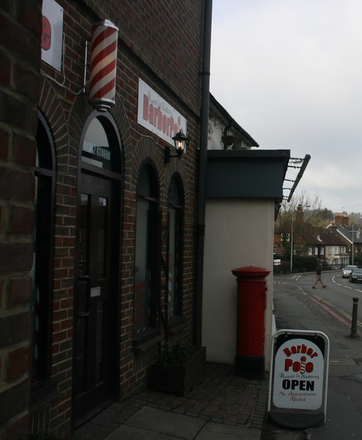 Postbox outside The Barbers Pole, London Rd