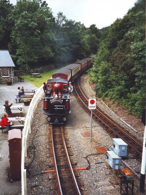 David Lloyd George enters Tan-Y-Bwlch station