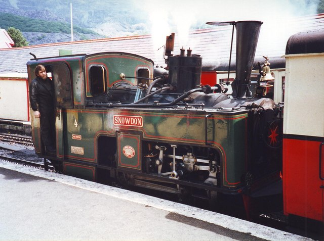 Snowdon 988 leaving Llanberis station