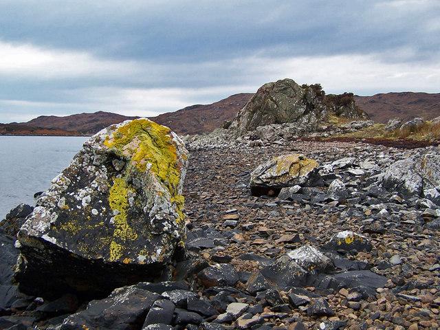 Rocky shore of Loch an Eilean