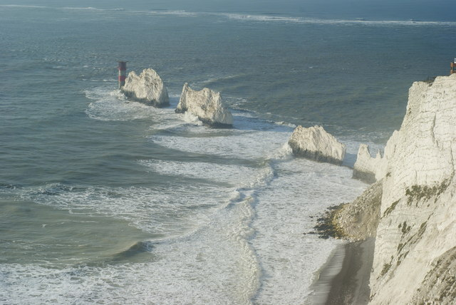 Wave Motion at the Needles (2)