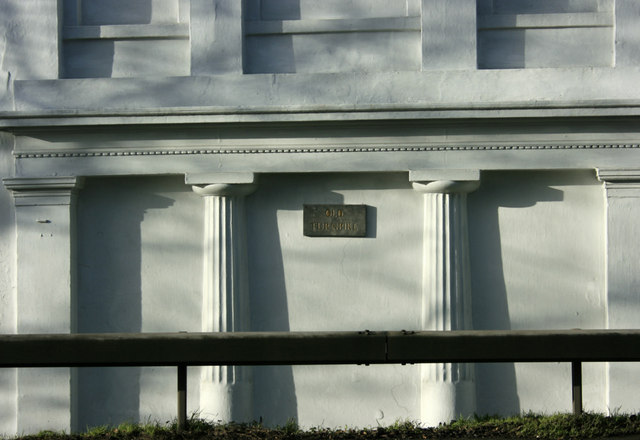 2010 : Front of Turnpike House on A4