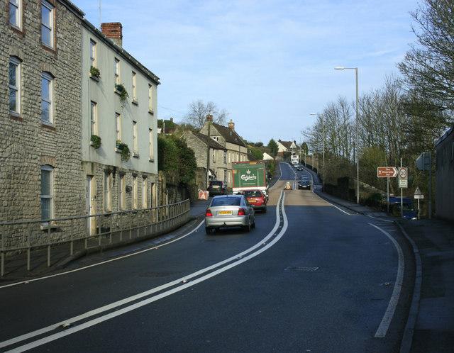 2010 : A4 entering Saltford on Bath Road