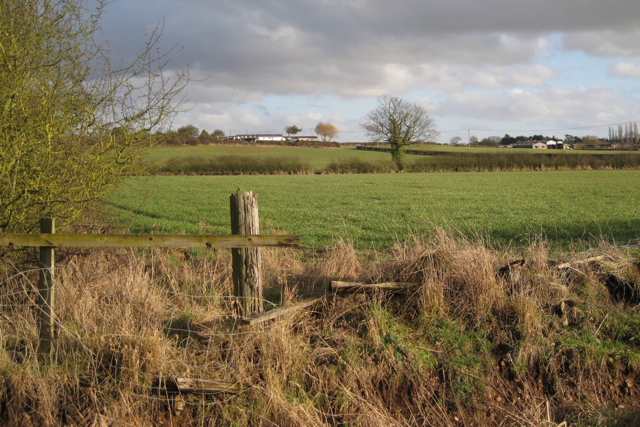 A broken fence below Manor Farm