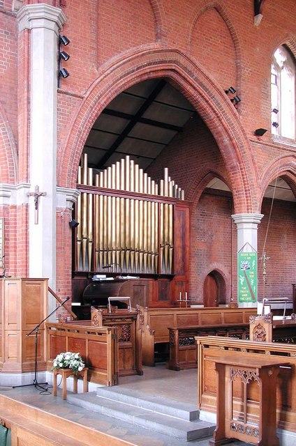 St Andrew, Alexandra Park Road, London N10 - Organ