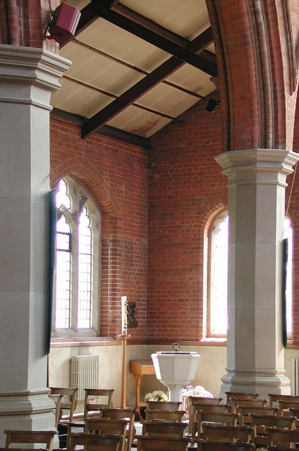 St Andrew, Alexandra Park Road, London N10 - Interior