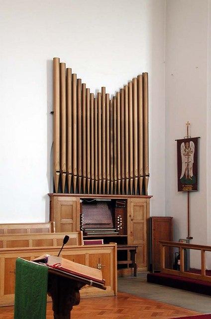 St Michael, St Michael's Avenue, Tokyngton, Middlesex - Organ