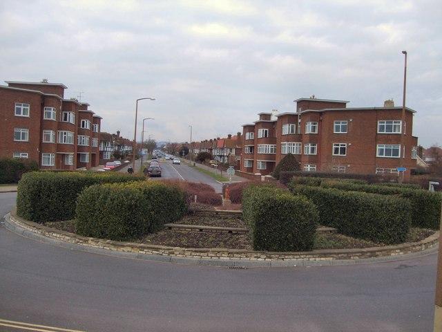 Roundabout George V Avenue