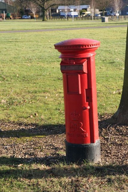 Post box at Stoneleigh