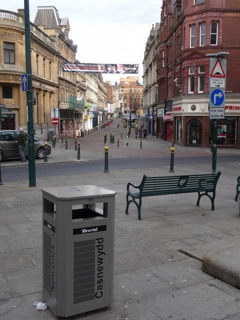 Newport: bilingual litter bin