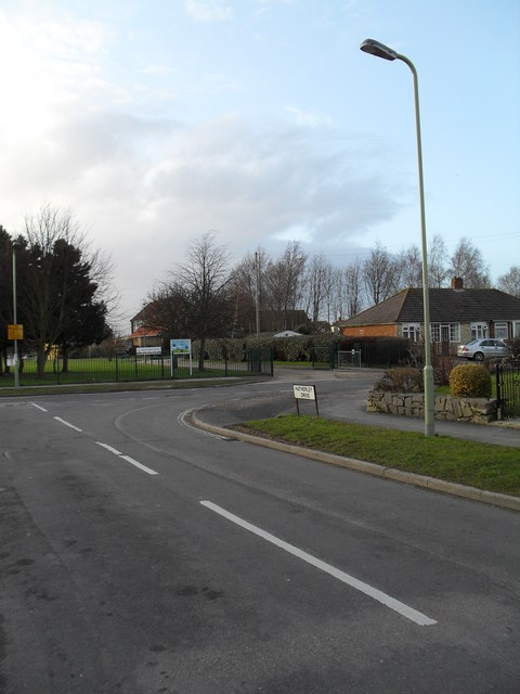 Approaching the junction of  Hatherley Drive and Hatherley Crescent