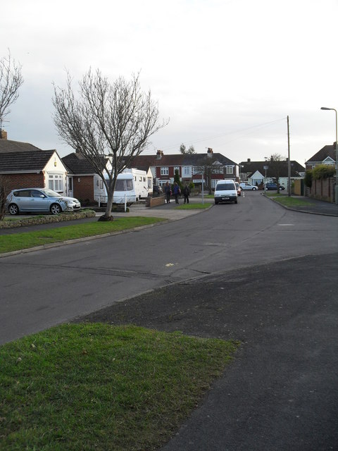 Approaching the junction of  Brenchley Close and Hatherley Crescent