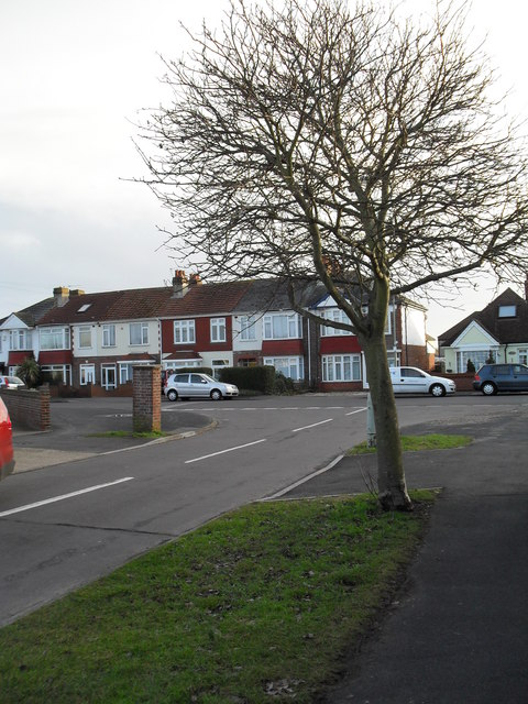 Approaching the junction of  Cranleigh Road and Hatherley Crescent