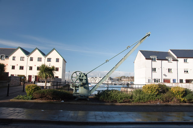 Crane and apartments, Stonehouse - Plymouth