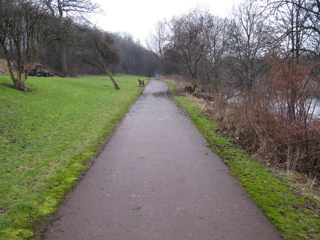 A straight section of the Clyde Walkway