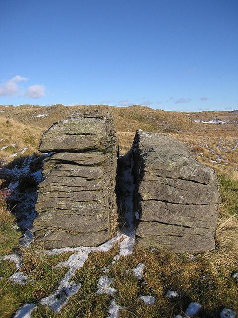 Cracked rock near Pen y Bryn