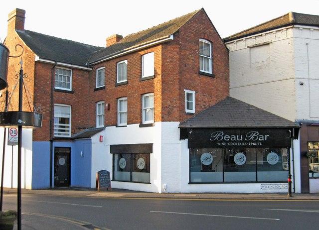 Beau Bar, 2 Wellington Road