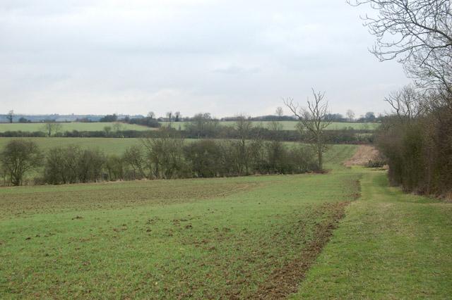 Looking south across farmland near Flecknoe
