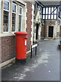 SE6609 : Hatfield Post Office postbox (ref. DN7 199) by Alan Murray-Rust