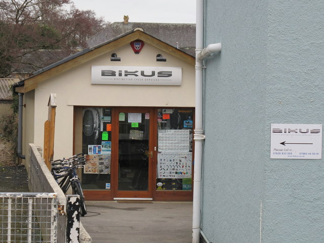 """Bikus"" cycle shop, Bovey Tracey"